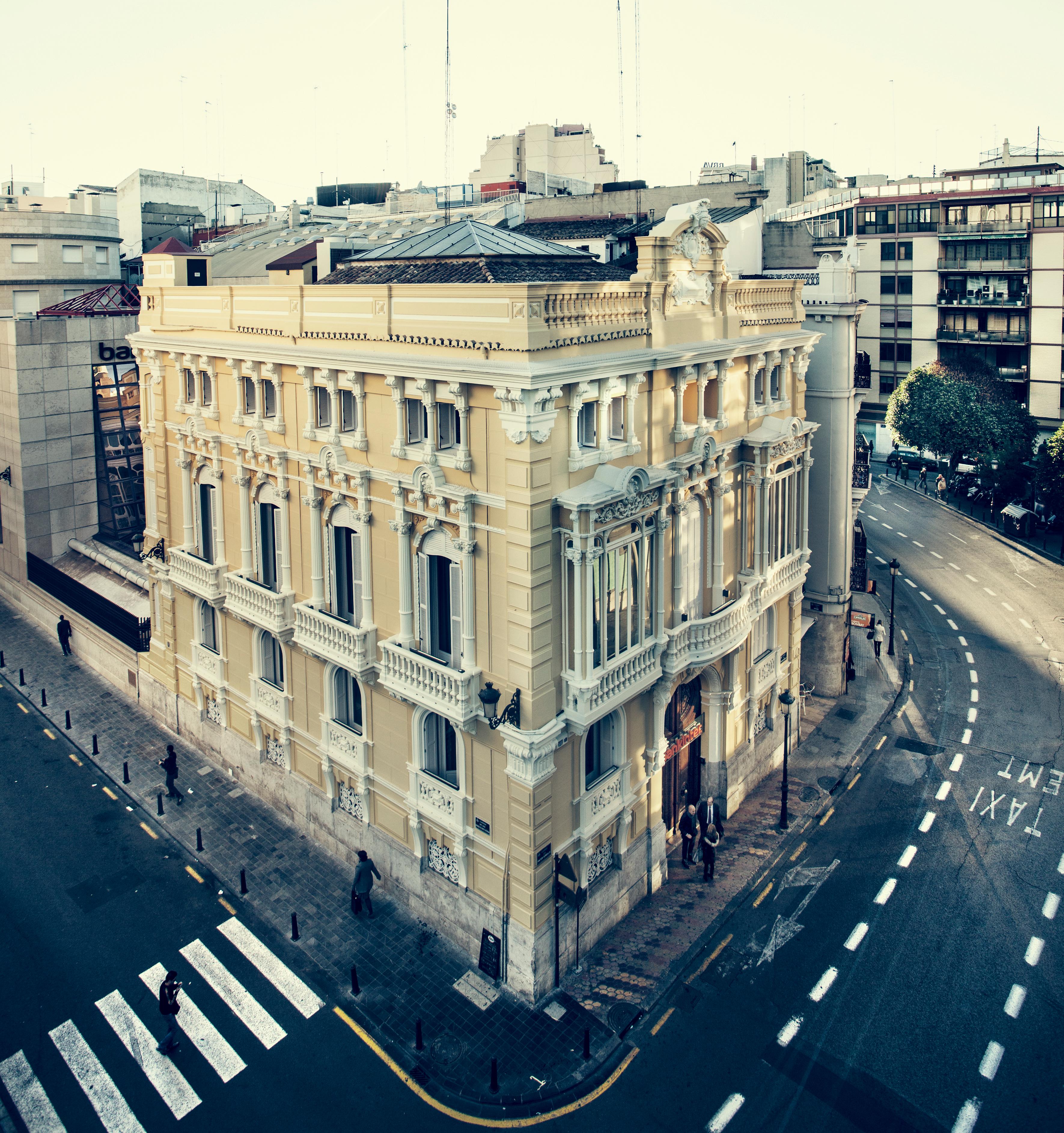 Restauraci n palacio de pescara bojuna for Oficinas de bankinter en madrid