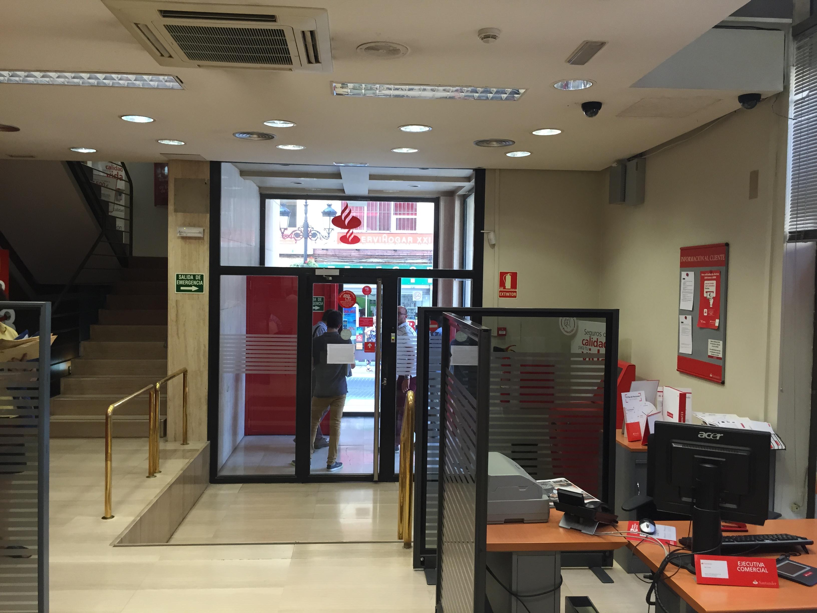 Mejora accesibilidad oficina santader 4898 castell n bojuna for Oficinas banco santander valencia