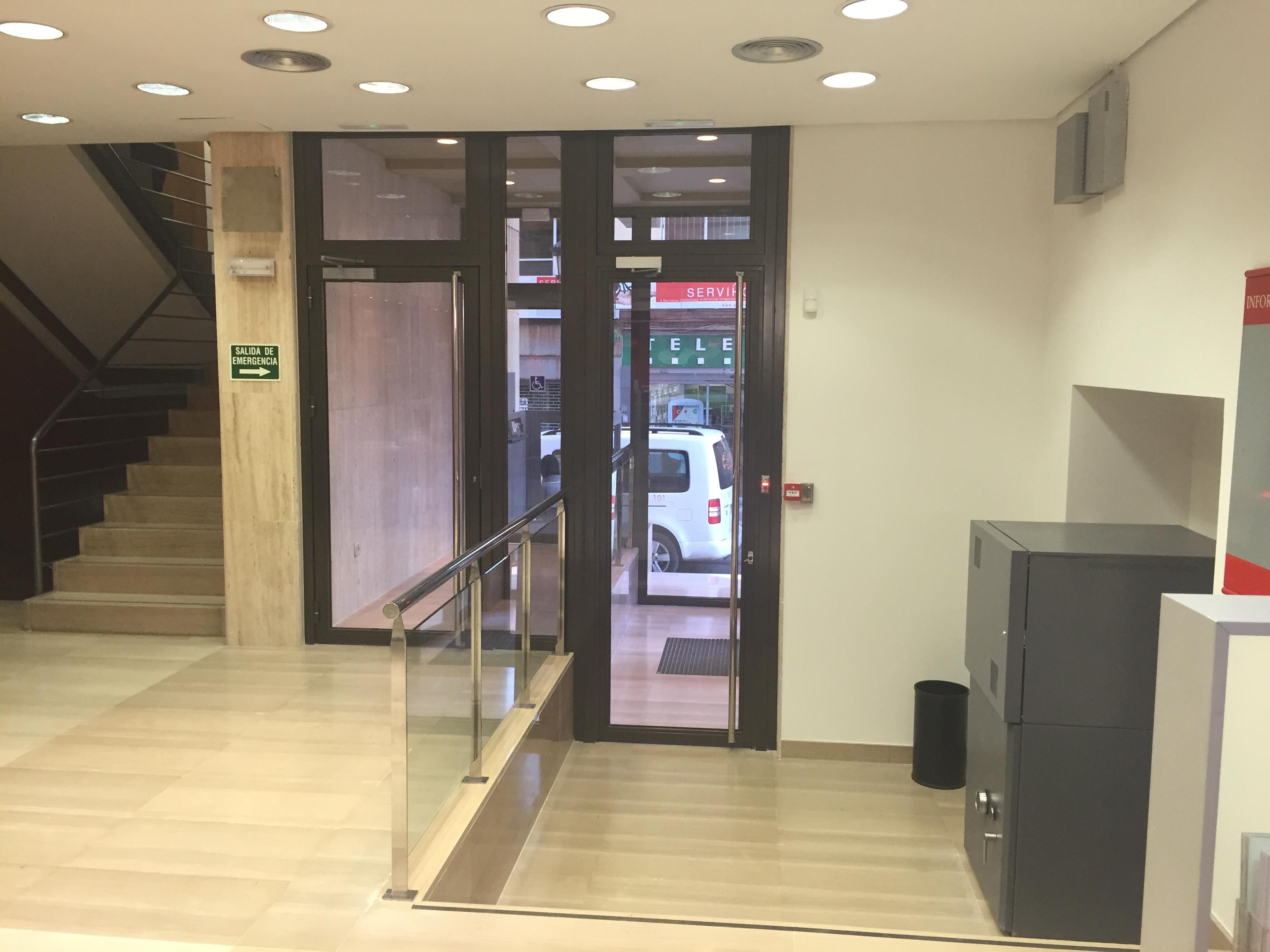 La oficina del banco santander en la calle mayor de for Horario oficinas banco santander