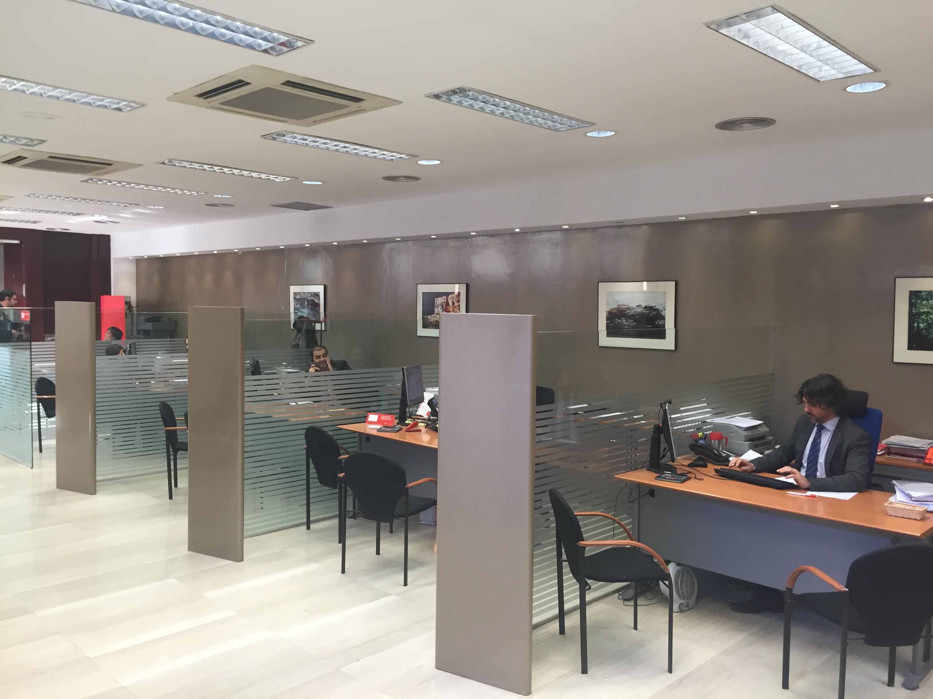 La oficina del banco santander en la calle mayor de for Oficina correos castellon