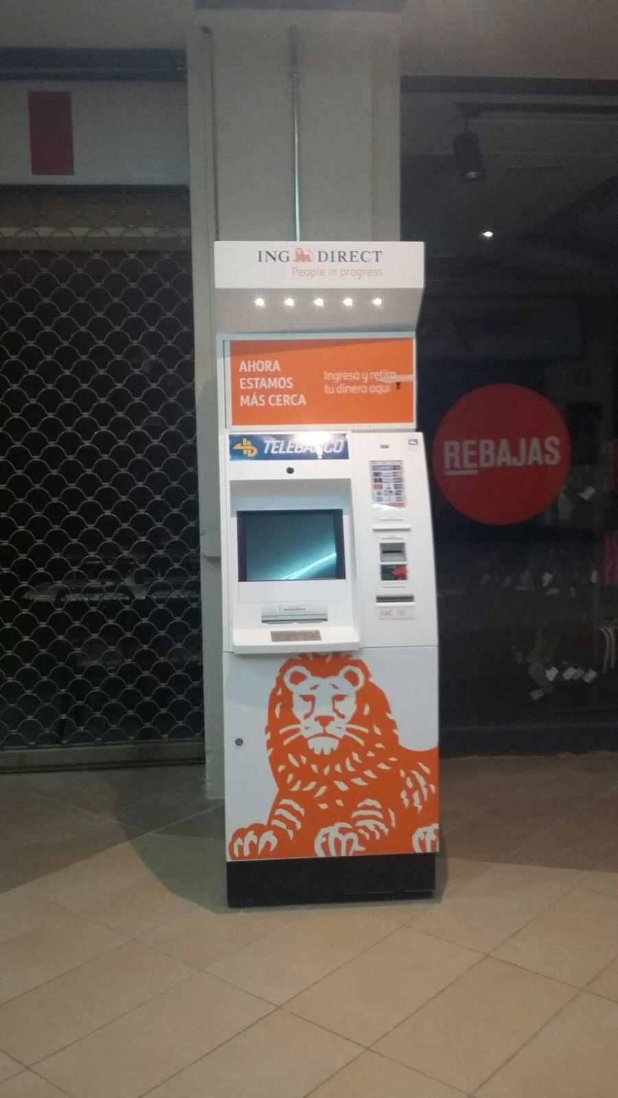 Bojuna encargada de la instalaci n de cajeros de ing en for Cajeros barcelona